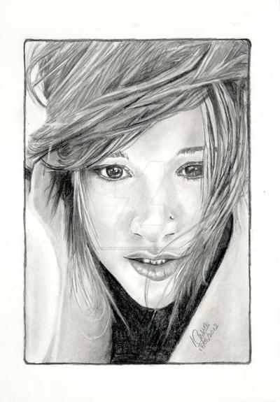 Kelly Clarkson Portrait by MickeyTheSaviour