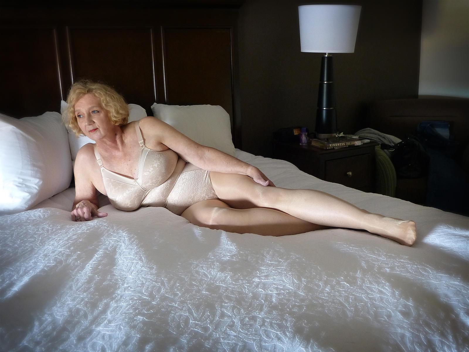 Nude women side view