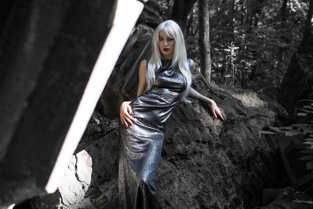 White Queen by VMPSelene