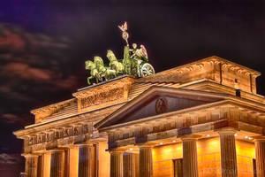 Brandenburg Gate by fotomanisch