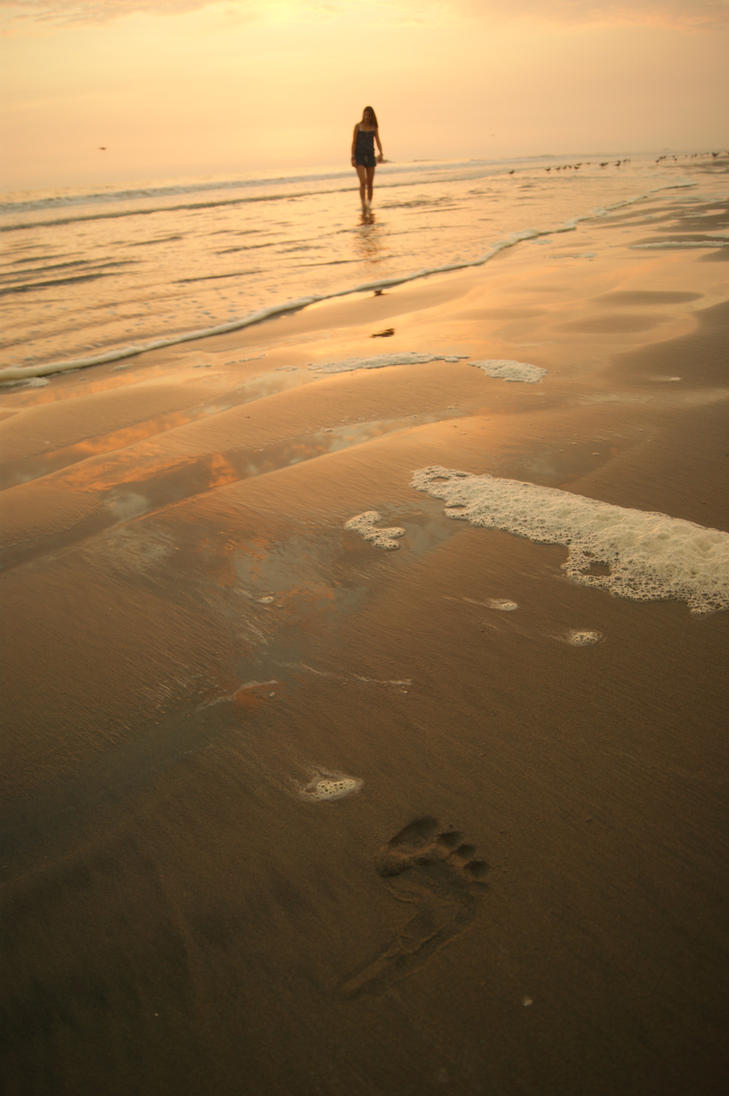 A footprint in the sand by naibca