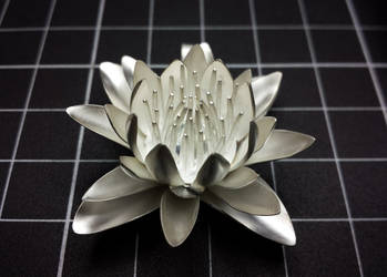 Silver lily pendant complete