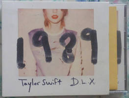 TS 1989 D.L.X. Box Front 01 by Avengium