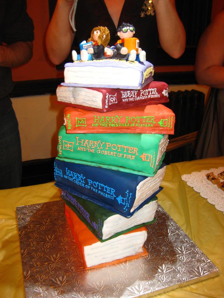Le Cake Artist : 7 Harry Potter Books Cake - 4 by wotchertonks7 on DeviantArt