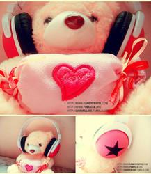 Chiyoko and PinkStar Headphone