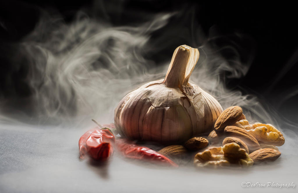 Smokin' Chilli n' Garlic.... by DeoIron