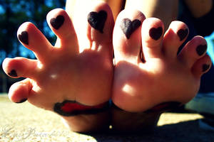 Love Toes by UntaintedSoul