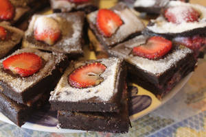 Strawberry  Brownies by vickymyo