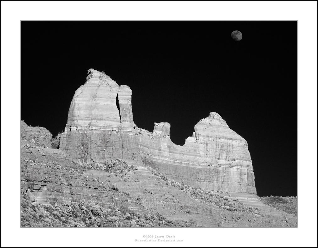 Sedona Moonrise by Rhavethstine
