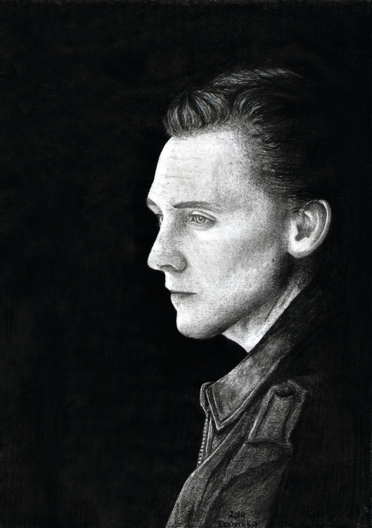 Tom Hiddleston by Reunaa
