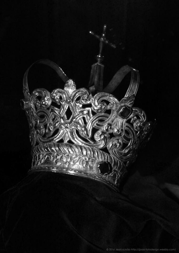 The Crown by JWabbit