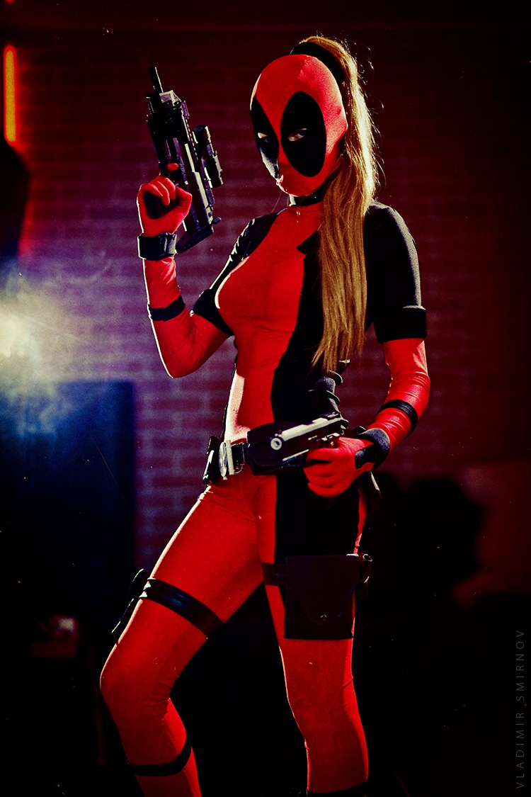 Lady Deadpool by KaitoEinsam