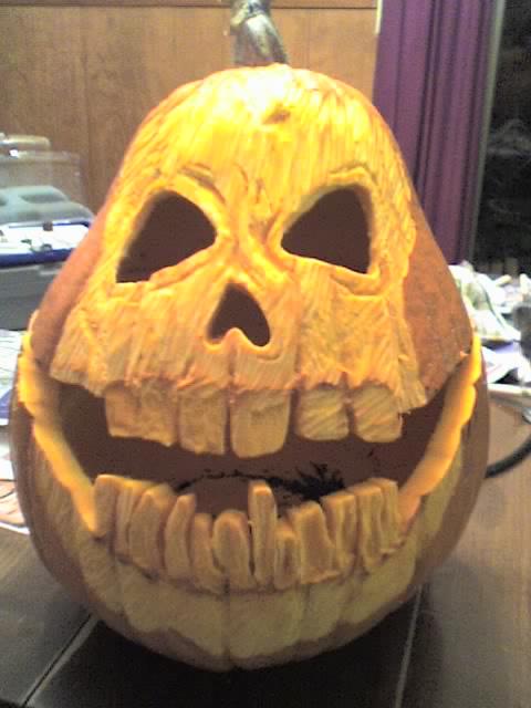 Pear-shaped Skull Carving by felacio-mcbinky