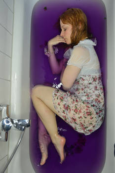 Bathtub purple 02
