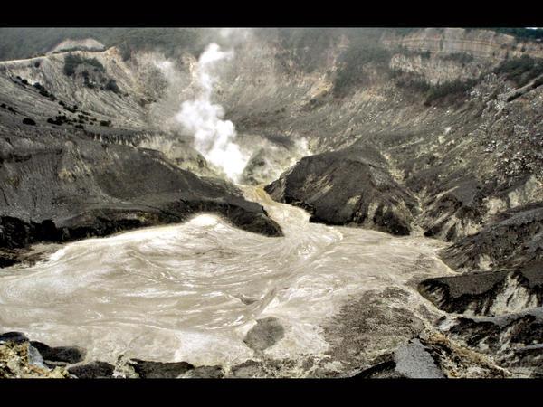 tangkuban perahu mountain by souldiers