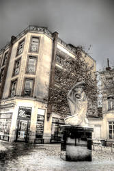 Giglia sculpture