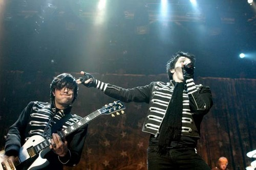 .Frank Iero And Gerard Way. by MCRfansister on DeviantArt