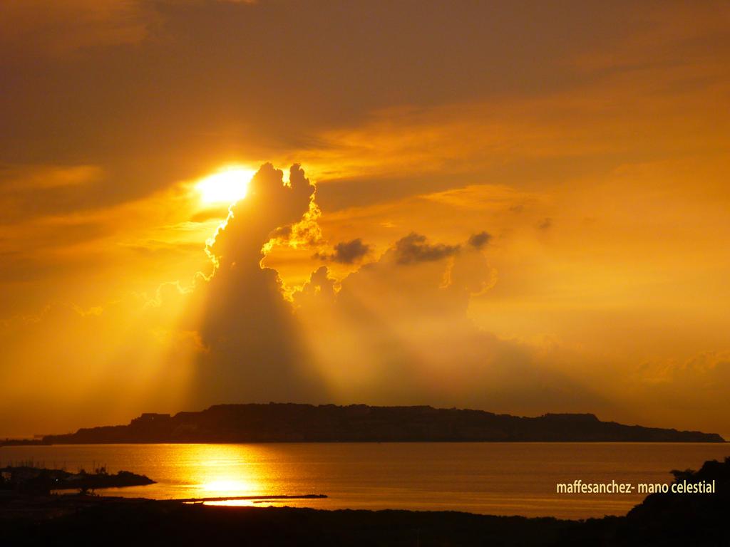 mano celestial by mafer1480