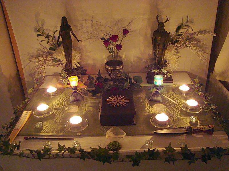 Домашние алтари в картинках - Страница 3 Pagan_altar_01_by_druidstone-d3cjfy6
