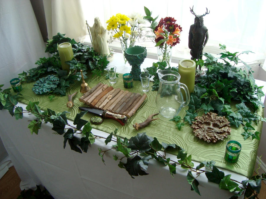 Autels trouvés sur Internet Beltane_altar_2012_by_druidstone-d50l35l