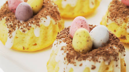 Mini Bird's Nest Cakes + Recipe + Video by SweetMissCreation