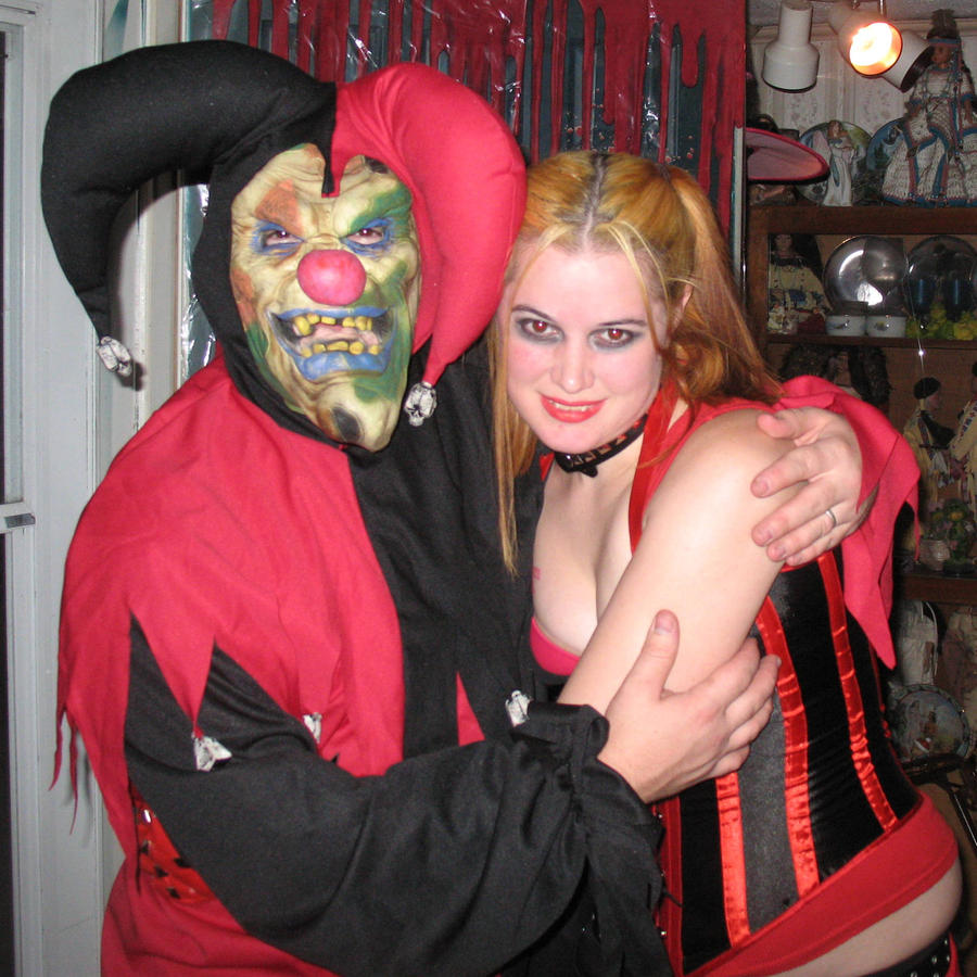 Hallowe'en Usernames and Other Spooky Stuff Evil_jester_clown_and_harley_by_nodiamonds-d323e17
