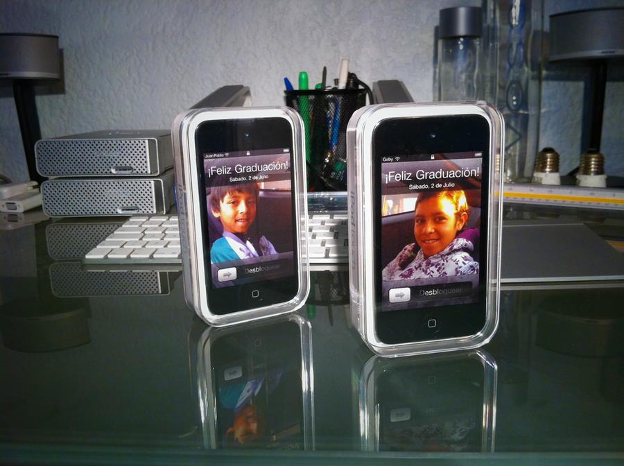 iPod Touch custom lockscreen by dennisRVR