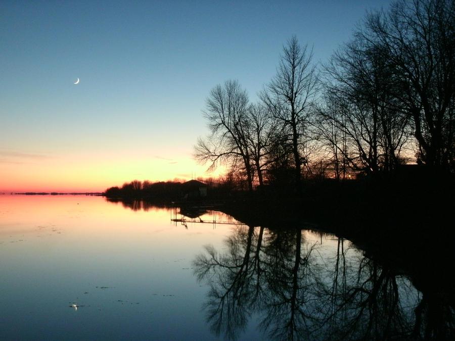 Sunset on Lake Ontario by AndujarA