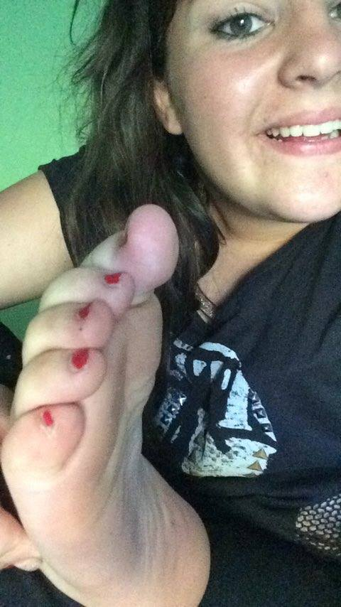 Alice self feet by terryha