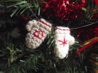 Tiny mitten ornaments by AnneKo