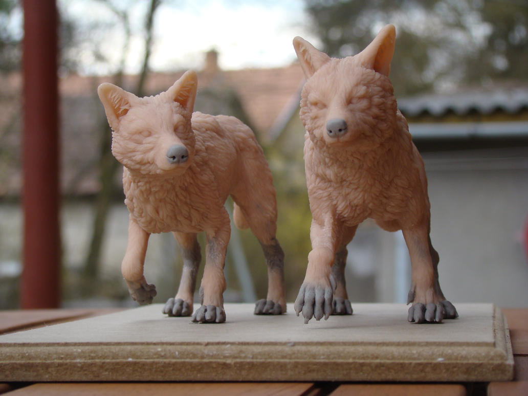 Golden Coyotes by Heliot8