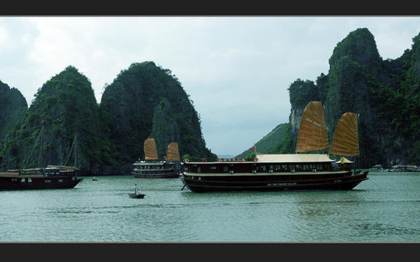 Ha Long Bay - Summer 2006 by viet1098