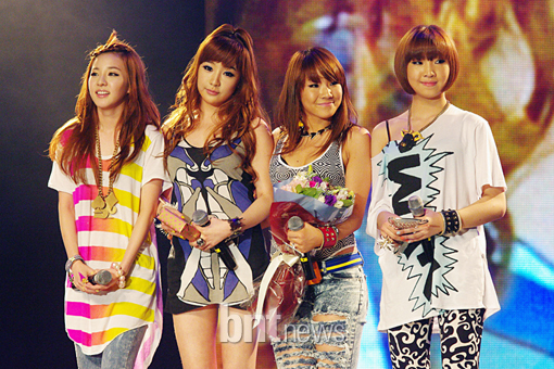 2NE1 after performing by DarkSoulKagome90