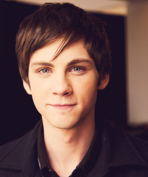 logan lerman gif hunt