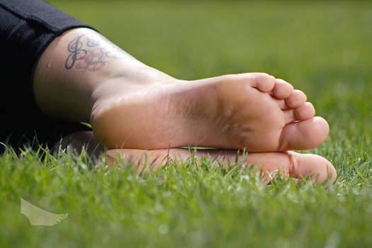 Jasmin - Relaxing Her Feet