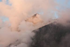 La montagne decoupe les nuages by Tom-Mosack