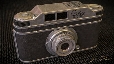 Hungarian Duflex Camera 1950 by aarongraphics