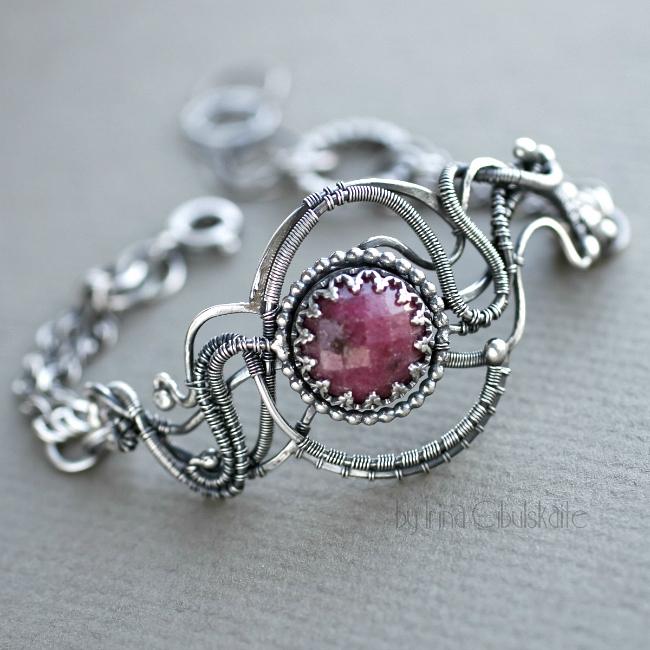 Ruby Flower by taniri