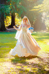 Fate/Stay Night - Artoria Pendragon Bride Cosplay by onbluesnow