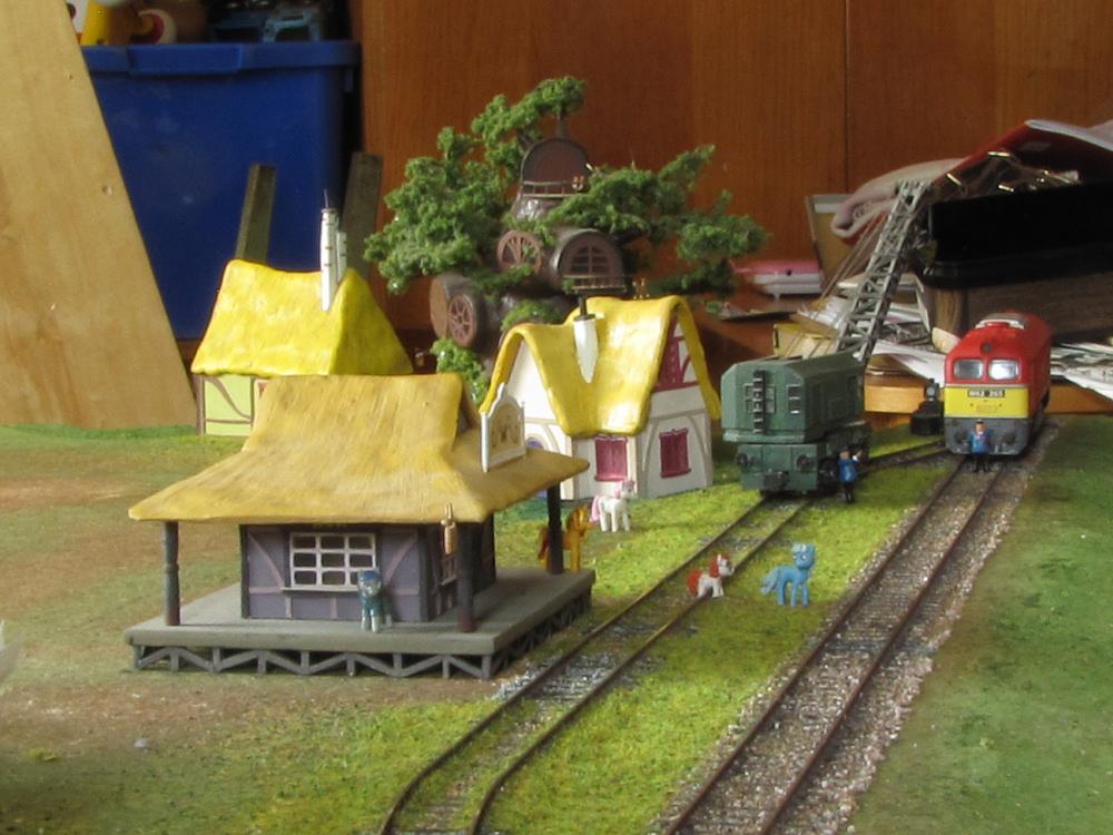 ponyville_rails_by_soobel-da5t5op.jpg