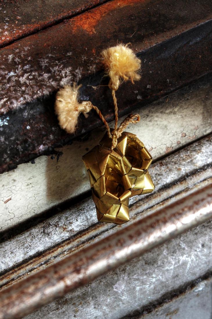 15.2.2017: Little, Golden Shoes by Suensyan