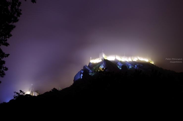 Castle under fog by P3droD