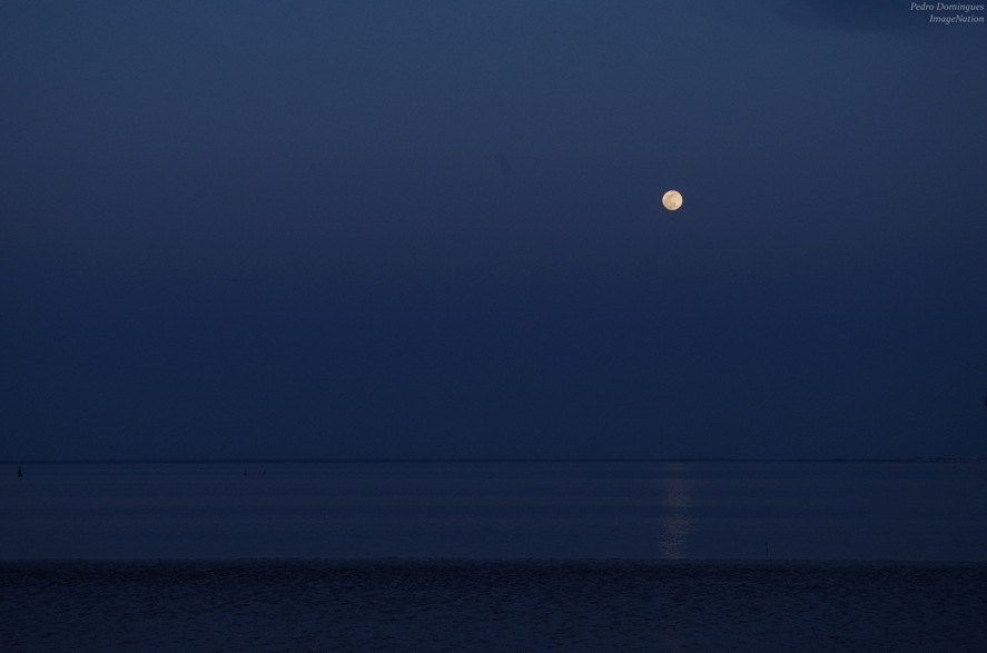 Moonrise over infinity by P3droD