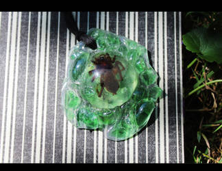 emerald resin spider