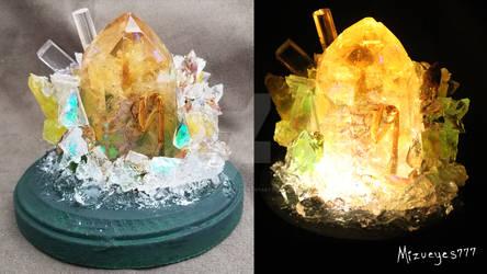 resin crystal praying mantis