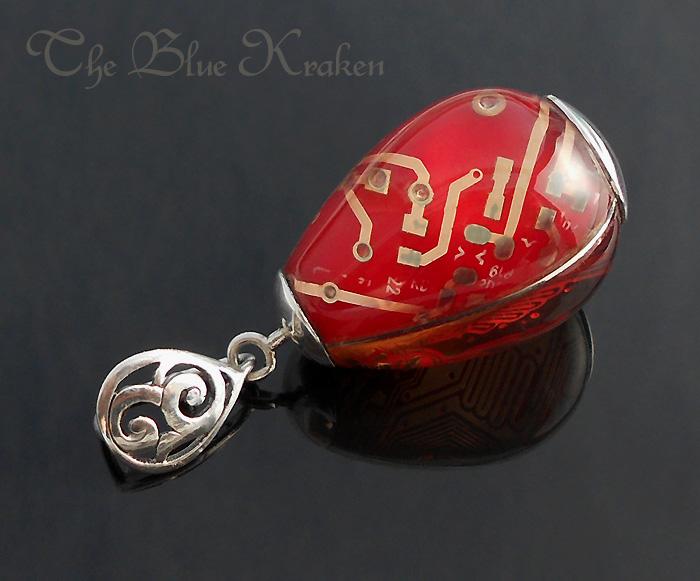 Red egg pendant by thebluekraken