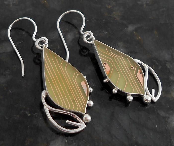 Little leaf earrings by thebluekraken