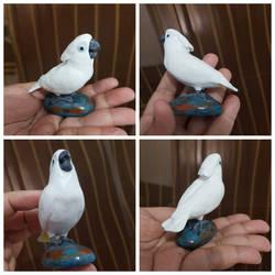 Realistic miniature umbrella cockatoo sculpture