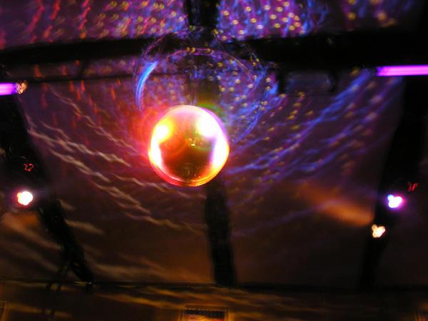 <img200*0:http://fc03.deviantart.com/fs21/i/2007/233/0/7/Disco_by_MajoKolibrie.jpg>