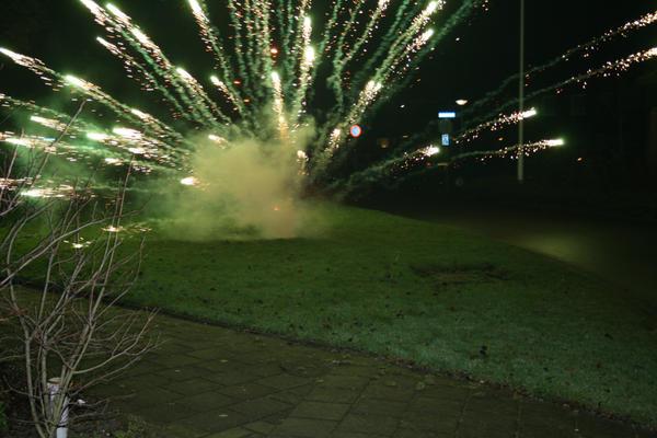 <img200*0:http://fc05.deviantart.com/fs24/i/2008/001/f/e/Green_Light_by_MajoKolibrie.jpg>